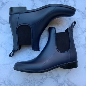 NWOT SAM EDELMAN Chelsea Navy boots